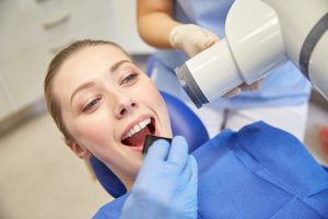 oral surgeon in houston performs wisdom teeth removal