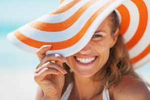 woman smiling with summer hat